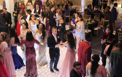 Seniors Light Up 'Chataeu' at '19 NAHS Prom
